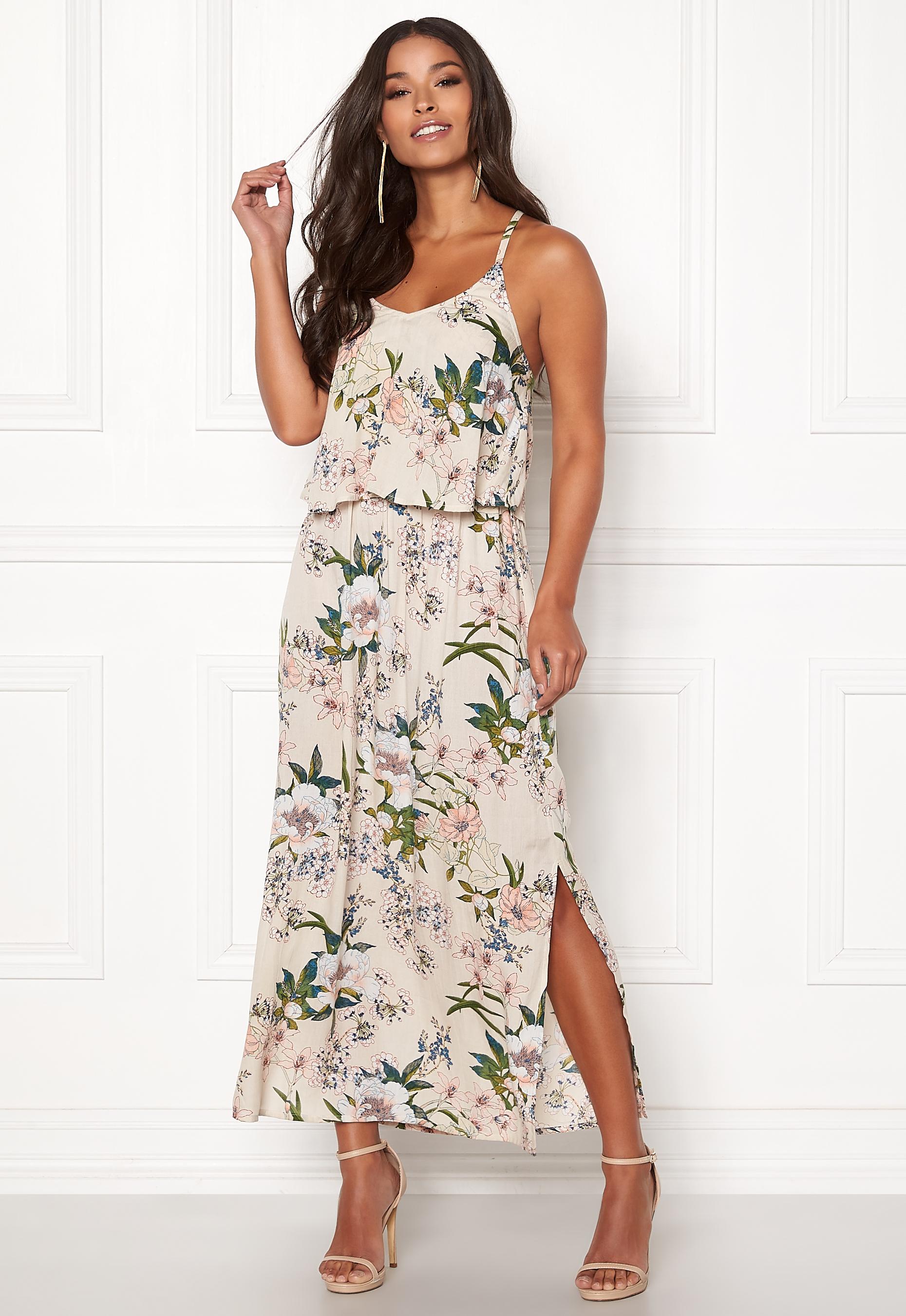 51ca694a139b Blommig klänning med smala axelband