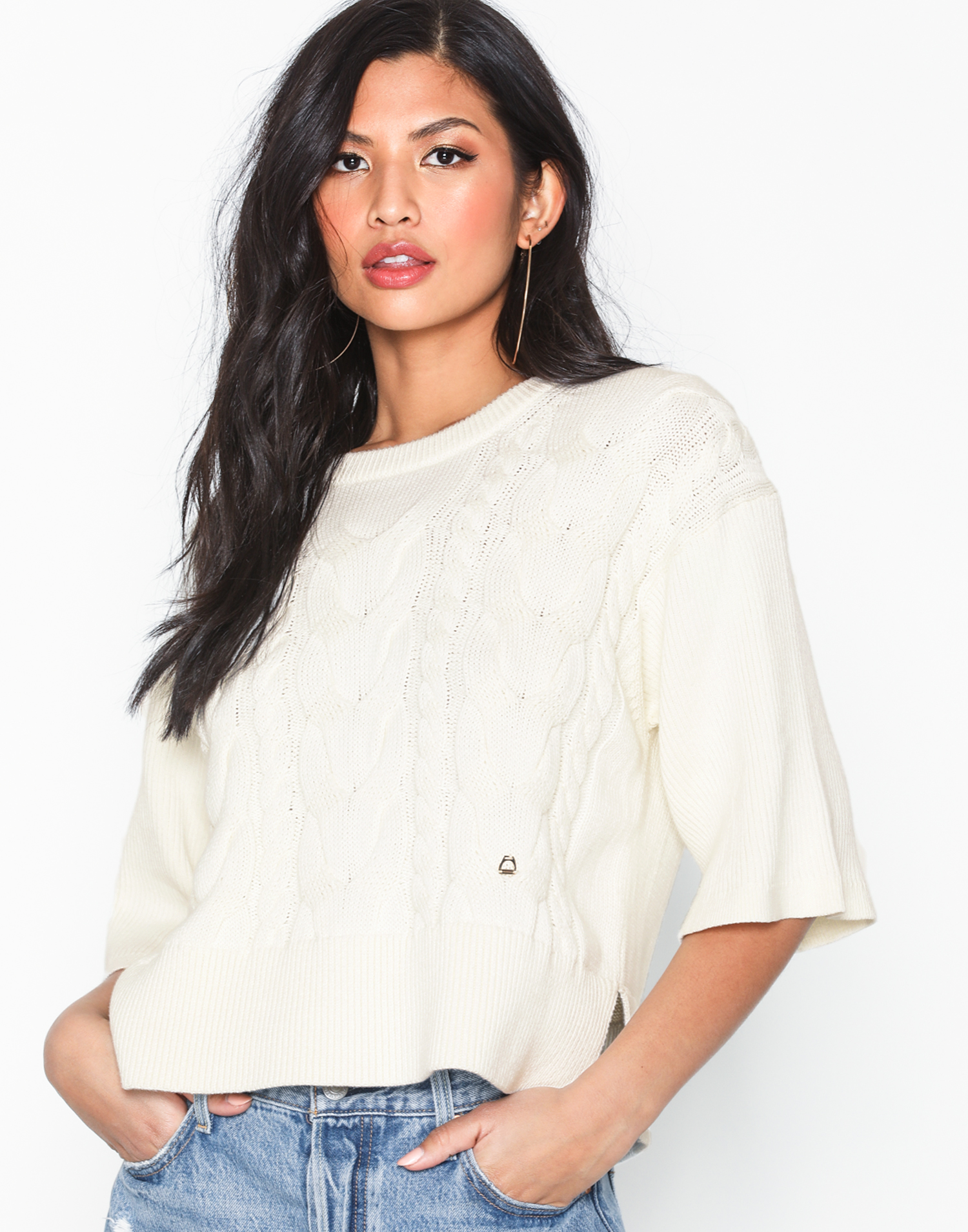 vit kabelstickad tröja