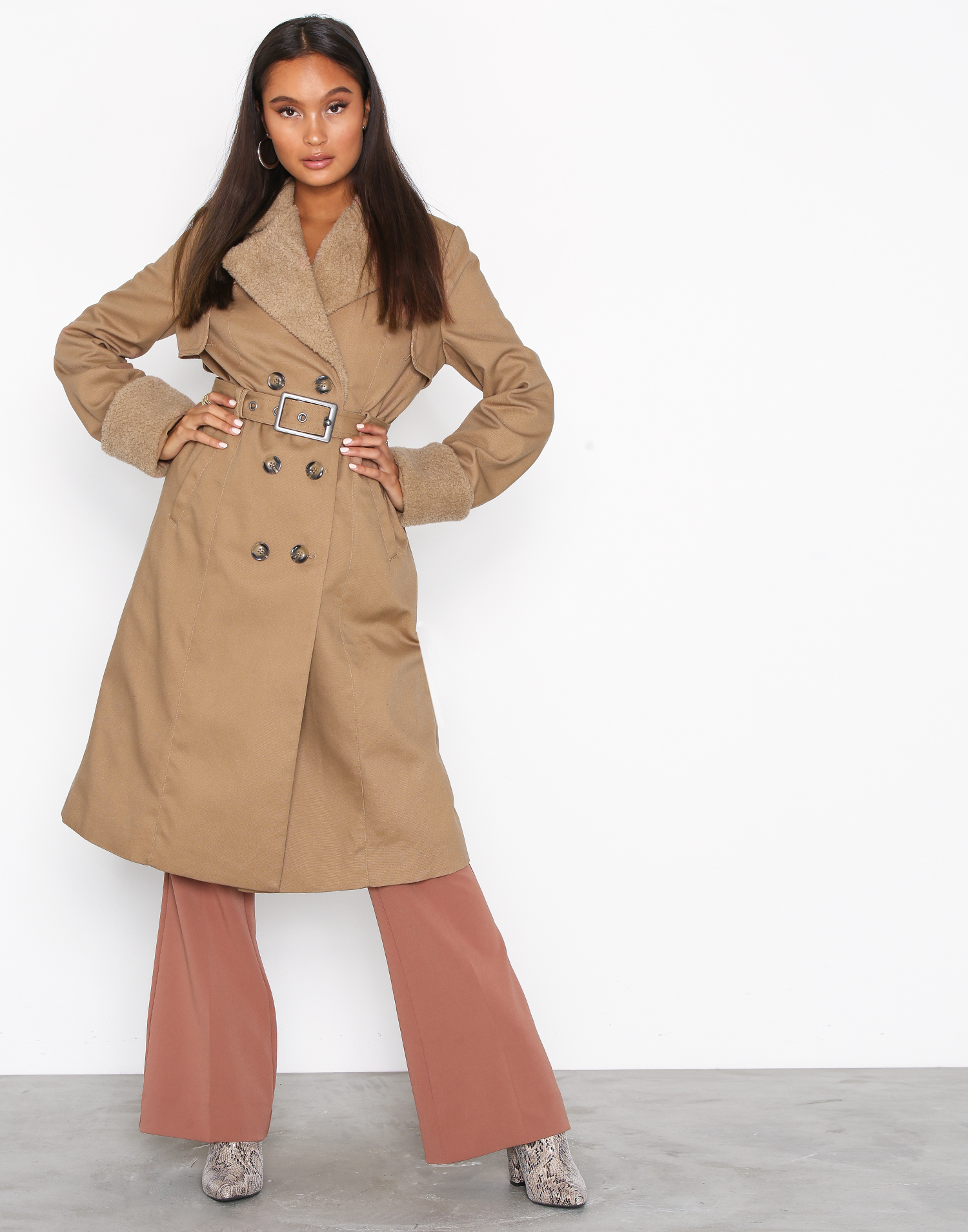 beige trench coat med päls