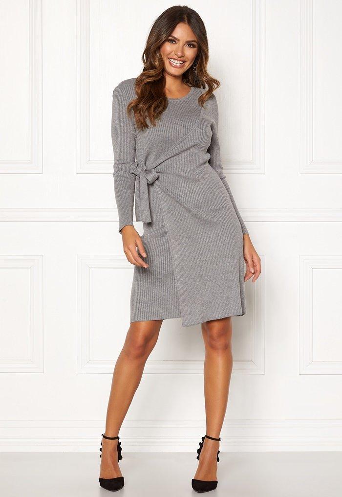 grå omlottklänning stickad klänning