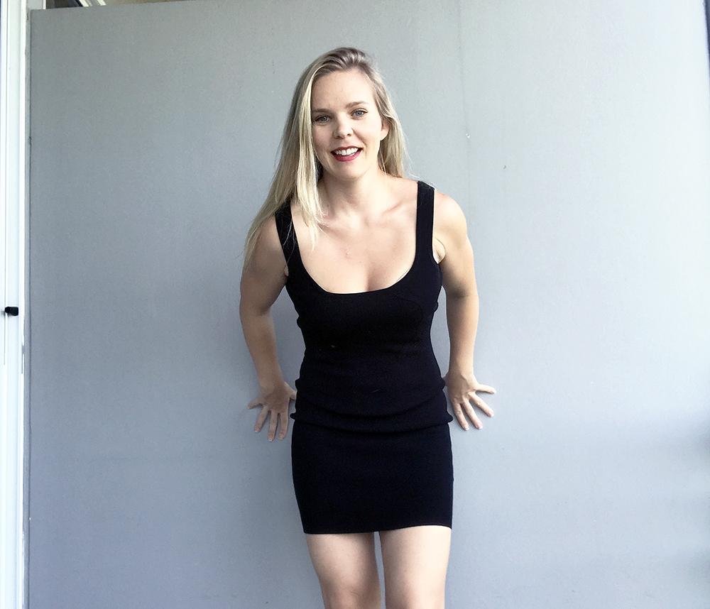kort tight svart klänning