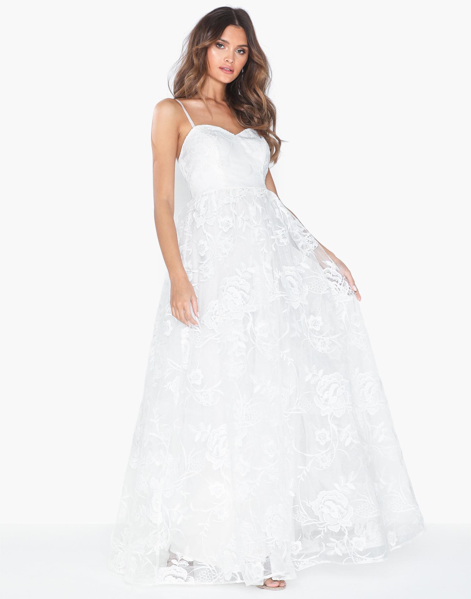 enkel billig brudklänning med spets