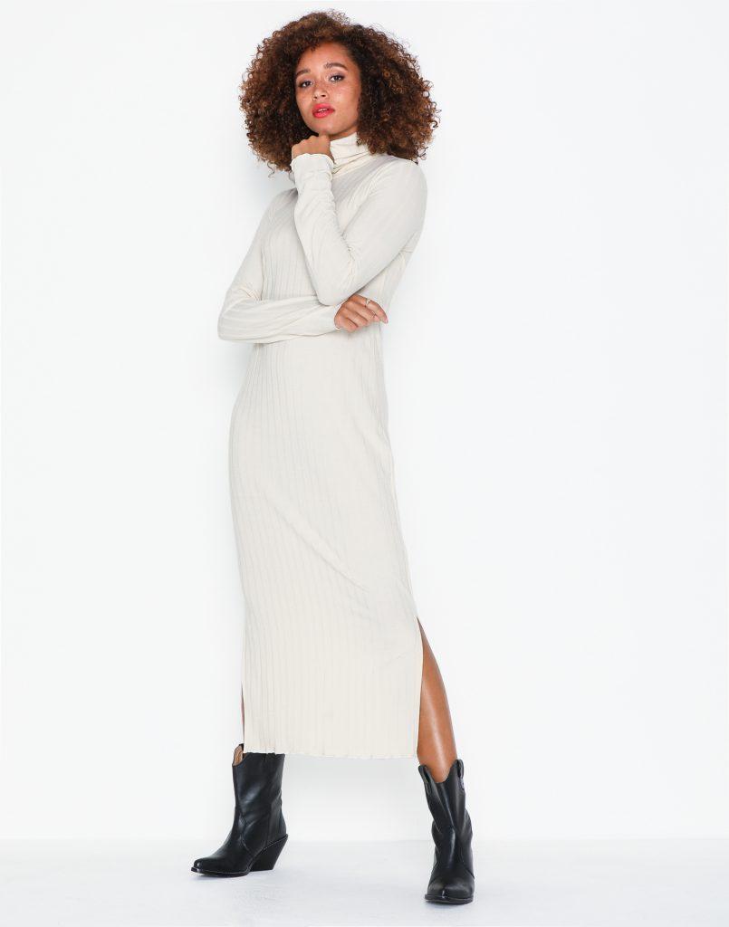 vit stickad klänning lång
