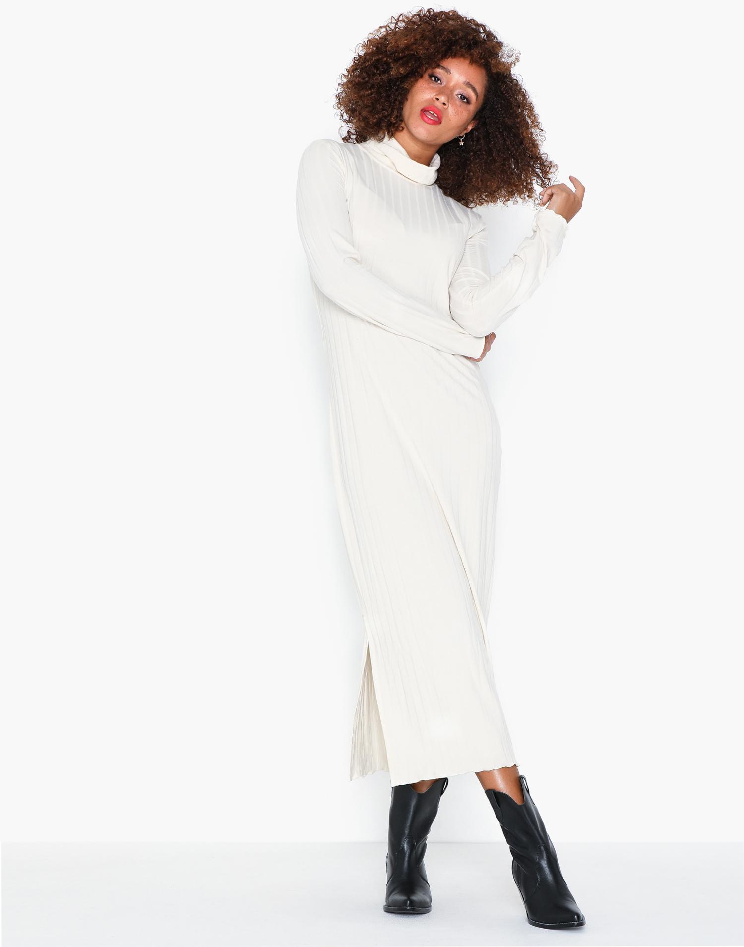 vit stickad långklänning varm
