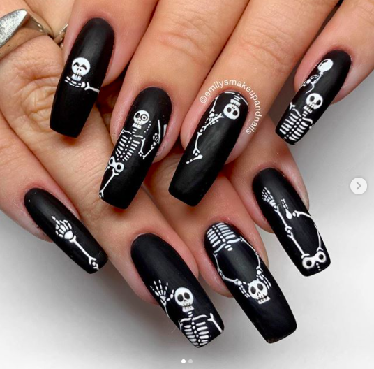 Skelett naglar design Halloween