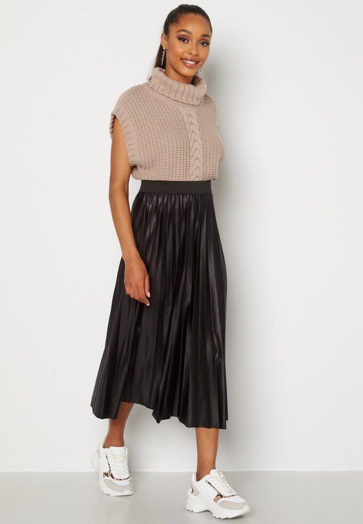svart plisserad långkjol